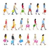 Mensen die vooruit met het Winkelen Zakken lopen Stock Afbeeldingen
