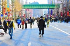 Mensen die vrij op Akihabara, Tokyo, Japan lopen Stock Afbeelding