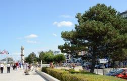 Mensen die Warnemunde-Promenade lopen Stock Afbeeldingen