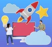Mensen die wolken gegevensverwerking en ideeën pictogrammen houden stock afbeelding
