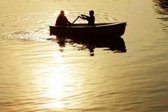 Mensen in een boot stock fotografie