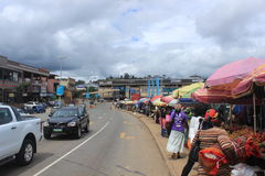 Mensen in een straatmarkt in Mbabane, Swasiland, Zuid-Afrika, Afrikaanse stad Royalty-vrije Stock Foto