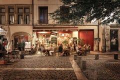 Mensen en terrassen in de oude stad van Lyon Royalty-vrije Stock Afbeelding