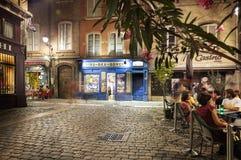 Mensen en terrassen in de oude stad van Lyon Stock Fotografie