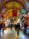 Mensen in Grote Bazaar, Istanboel Stock Foto