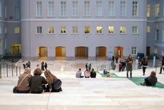 Mensen in het Algemene Personeelsgebouw (Kluis) St Petersburg Rusland Royalty-vrije Stock Fotografie
