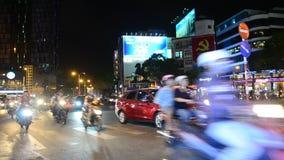 Mensen het duiken auto en berijdende motorfiets stock videobeelden