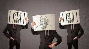 Mensen in het formele gesturing met karton voor hun hoofd Royalty-vrije Stock Afbeeldingen