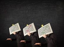 Mensen in het formele gesturing met labyrint Stock Afbeelding
