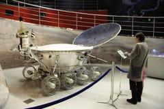 Mensen in het museum van de Ruimtevaart stock afbeeldingen