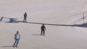 mensen het ski?en stock video