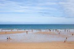 Mensen in het strand van Gijon Royalty-vrije Stock Fotografie