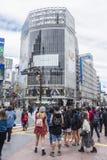 Mensen het Winkelen district Shibuya die Tokyo kruisen Royalty-vrije Stock Afbeelding