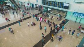 Mensen in Hong Kong International-luchthaven stock videobeelden
