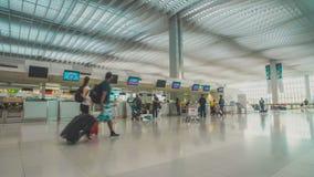 Mensen in Hong Kong International-luchthaven stock video