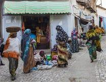 Mensen in hun dagelijks werkactiviteiten die bijna onveranderd in meer dan vier honderd jaar Harar ethiopië Royalty-vrije Stock Afbeelding