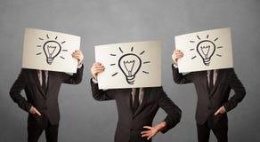 Mensen in kostuum het gesturing met geschetst lightbulbs royalty-vrije stock foto's