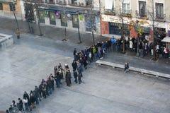 Mensen in lijn bij Reina het museum van Sofia, Madrid Stock Foto