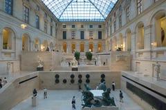 Mensen in Louvre Royalty-vrije Stock Afbeeldingen