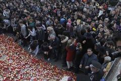 12.000 mensen maart in stilte voor 30 dode slachtoffers in brandclub Stock Fotografie