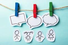 Mensen met bellen sociaal voorzien van een netwerk Stock Afbeelding