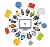 Mensen met Computer en Lege Toespraakbellen Stock Fotografie