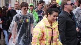 2019: Mensen met kostuums en banners die die de Gay Pride-parade bijwonen ook als Christopher Street Day-CDD in München wordt bek stock footage