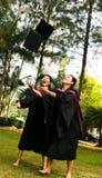 Mensen met universitaire diploma's Royalty-vrije Stock Fotografie