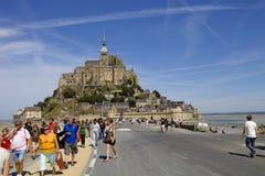 Mensen in mont heilige Michel, in het noorden van Frankrijk stock afbeelding