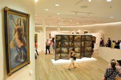 Mensen in Museum Stock Afbeeldingen