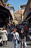 Mensen op de Brug van Ponte Vecchio, Florence Italië Stock Foto