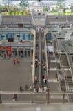Mensen op de roltrappen van Forum des Halles in Parijs, Frankrijk Royalty-vrije Stock Foto's