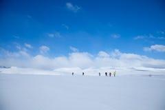 Mensen op de sneeuwhorizon Royalty-vrije Stock Foto's