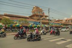 Mensen op de straat van Aziatisch land - Vietnam en Kambodja Stock Fotografie