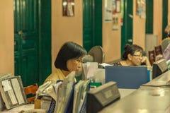 Mensen op de straat van Aziatisch land - Vietnam en Kambodja Royalty-vrije Stock Afbeelding