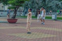 Mensen op de straat van Aziatisch land - Vietnam en Kambodja Stock Foto's