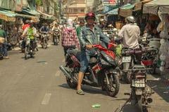 Mensen op de straat van Aziatisch land - Vietnam en Kambodja Royalty-vrije Stock Afbeeldingen