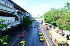 Mensen op de Verkeersweg in Bangkok Thailand Royalty-vrije Stock Afbeeldingen