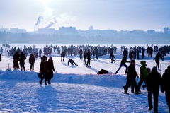 Mensen op de viering de de winterdag Stock Afbeelding