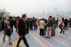 Mensen op de Weg van Sterren in Hong Kong Royalty-vrije Stock Afbeeldingen