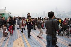 Mensen op de Weg van Sterren in Hong Kong Royalty-vrije Stock Afbeelding