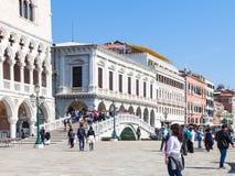 Mensen op degli Schiavoni van promenaderiva Stock Afbeelding