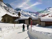 Mensen op een sneeuwweg Royalty-vrije Stock Foto