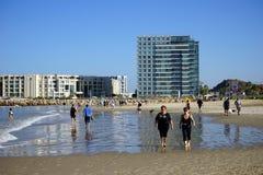 Mensen op het strand Royalty-vrije Stock Fotografie