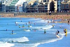Mensen op het strand Stock Foto