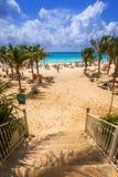 Mensen op het strand van Playacar bij Caraïbische Zee Stock Foto's