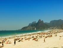 Mensen op Ipanema-Strand - Rio de Janeiro Royalty-vrije Stock Foto