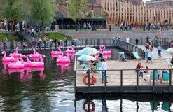 Mensen op Nieuwe Holland Island St Petersburg Rusland Royalty-vrije Stock Foto's