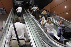 """Mensen op roltrap op een uitweg van metro post in Sofia, Bulgarije †""""24 juli, 2012 Royalty-vrije Stock Foto"""