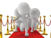 Mensen op rood gebeurtenistapijt in werking worden gesteld met gouden kabelbarrières die Royalty-vrije Stock Foto
